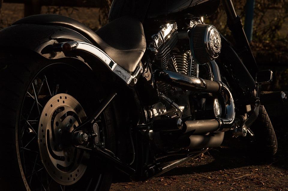 Qu'est-ce qu'un élévateur pour motos et quelles sont ses particularités ?